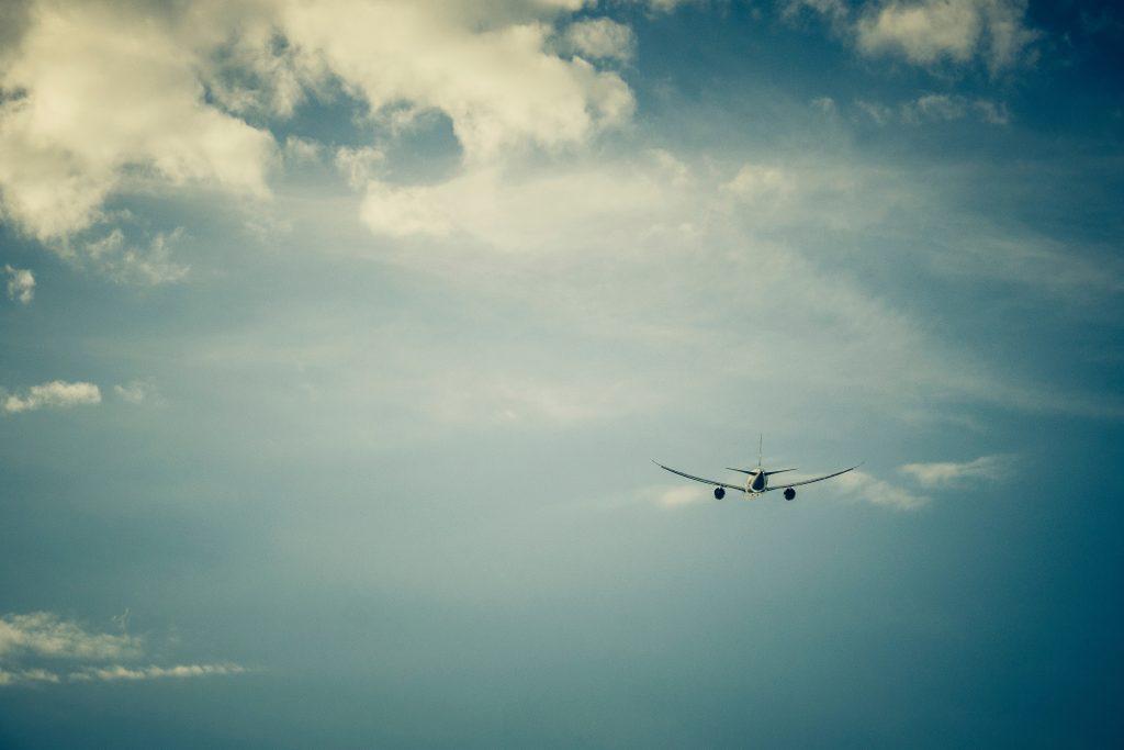lecący samolot
