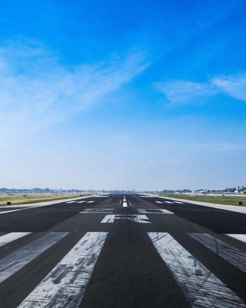 pas startowy na lotnisku
