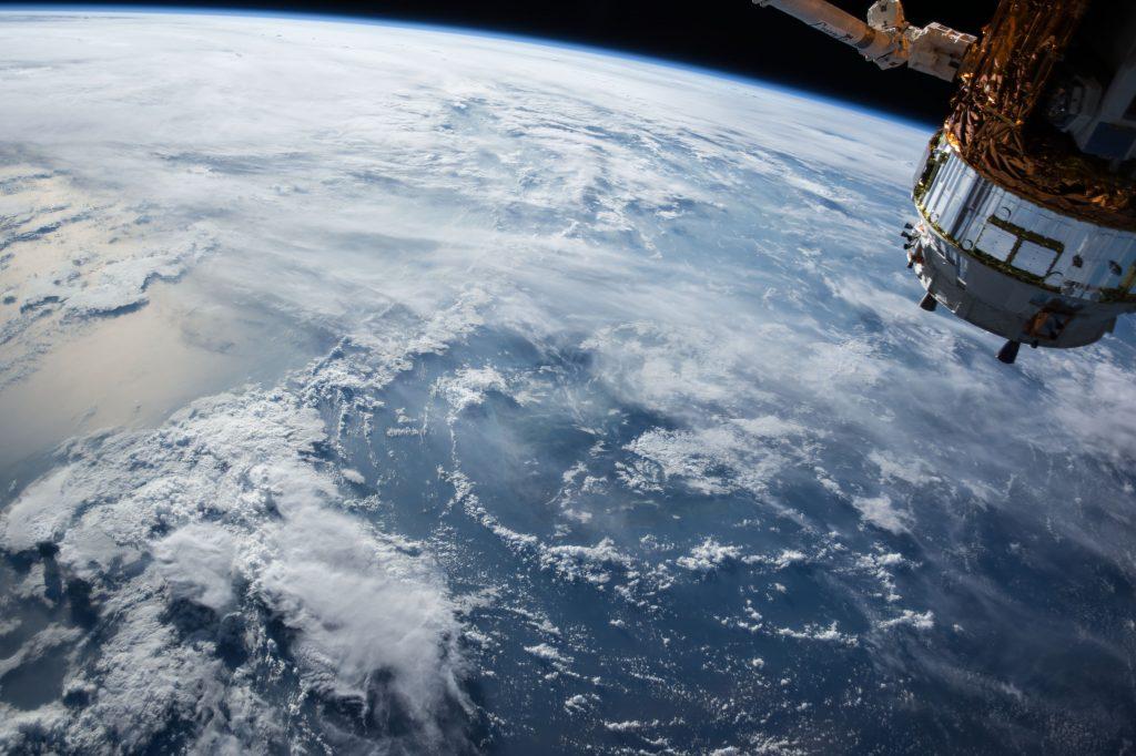lot w przestrzeni kosmicznej